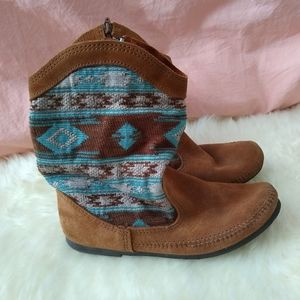Minnetonka Southwestern Tapestry Suede Boots